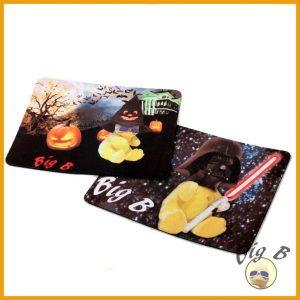 """Zwei Beispiele aus dem Sortiment von BigB: Mauspads mit den Motiven """"Halloween"""" und """"Spacebird"""""""