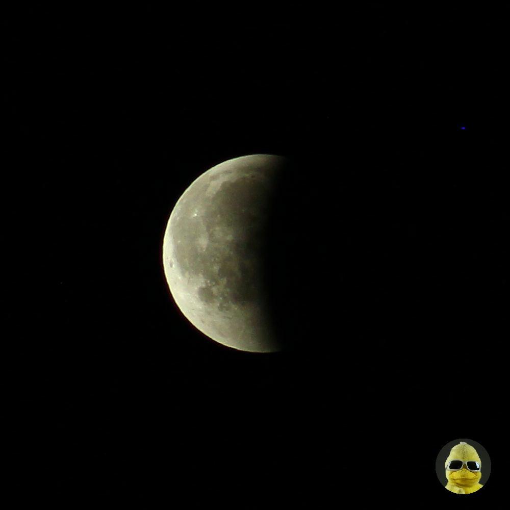 Sozusagen nach der halben Mondfinsternis, ein bisschen dauert es noch.